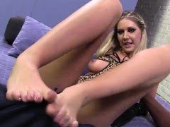 Hoe rubs black cock with feet